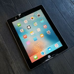 "iPad 2 ""32GB"" CRACKED SCREEN for Sale in Sacramento, CA"