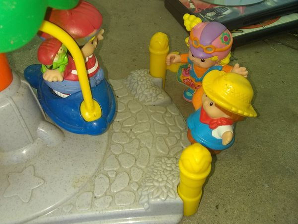 (4) Little people characters & the carnival spaceship swing play set