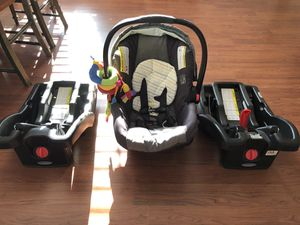 Graco Click Connect Baby Car Seat with 2 Bases for Sale in Charlotte, NC