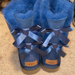 Navy Blue Ugg Size 7 for Sale in Waldorf, MD