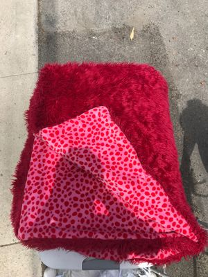 Red and Pink Faux Fur Blanket for Sale in Santa Monica, CA