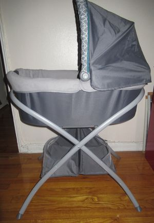 Graco Portable Baby Bassinet for Sale in Queens, NY