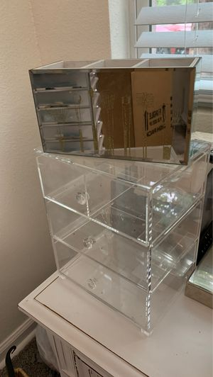 Acrylic Makeup storage\ Brushes for Sale in Arlington, TX