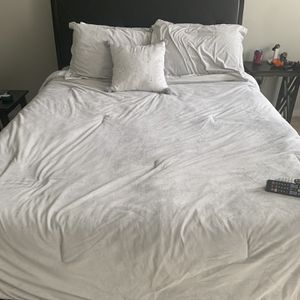 Queen Bed With Memory Foam Mattress And Box Spring for Sale in Scottsville, VA
