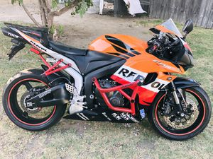 Honda Cbr600rr repsol ,only 25k miles,Complete bike for parts(First with $1500 cash takes it home) for Sale in Garden Grove, CA