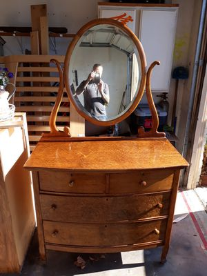 Antique dresser with mirror for Sale in Suisun City, CA