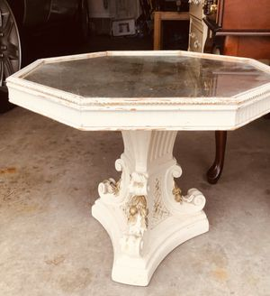 Beautiful Hollywood Regency Small Table for Sale in Columbus, OH