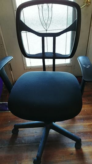 Computer/desk chair with wheels for Sale in Crawfordsville, IN