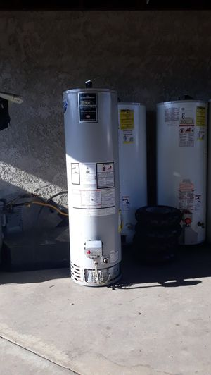 Water heater Bradford white 30 galons gas for Sale in Bloomington, CA
