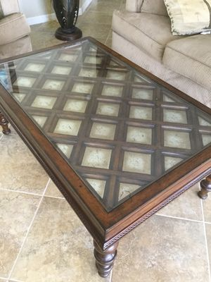 Wood and glass coffee table with pull out table for Sale in Port Charlotte, FL