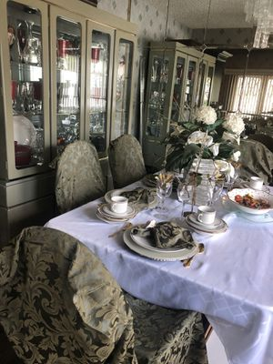 Dining table, hutch, and breakfast nook for Sale in Clifton Heights, PA