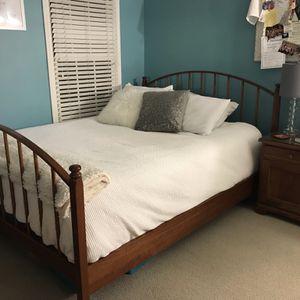 5 0iece Queen Bedroom Set for Sale in Roswell, GA