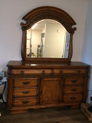 Complete bedroom furniture set! Like new condition! for Sale in Kent, WA
