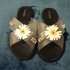 Cross Band Daisy Sandals( US 7) for Sale in Seattle, WA