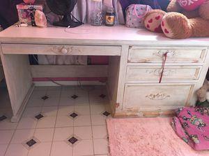 White Wood desk for Sale in Gardena, CA
