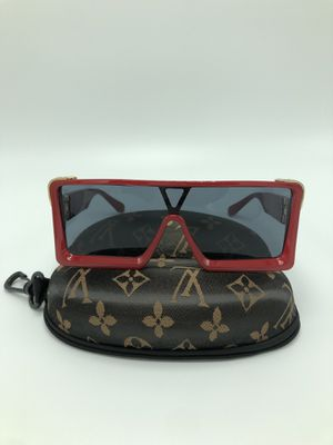 Sunglasses with case for Sale in Kissimmee, FL