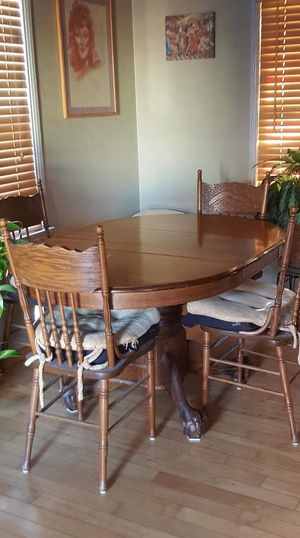100% REAL OAK dinning antique table with chairs it was sanded restained re lacquered kitchen dinning room for Sale in Bellflower, CA