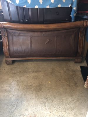 Cama, Bed frame. FREE for Sale in Salinas, CA