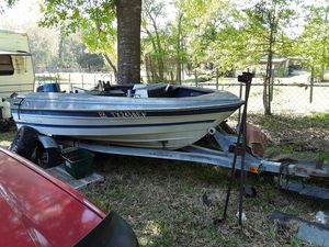 Bayliner boat and trailer, also exercise machine. for Sale in Goodrich, TX
