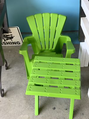 Kids chair and table for Sale in San Bernardino, CA