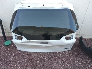 2018 Jeep Cherokee Liftgate Glass Bumper Parts for Sale in El Paso, TX