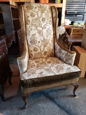 Antique armed chair for Sale in Lombard, IL