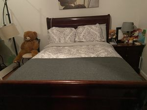 Full bed frame with night stand and dresser for Sale in Albuquerque, NM