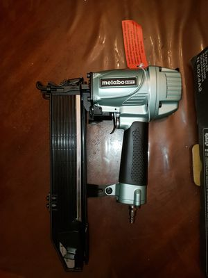 Metabo HPT (was Hitachi Power Tools) 16-Gauge 7/16-in Medium Crown Construction Pneumatic Stapler for Sale in Portland, OR