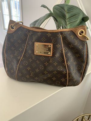 Gorgeous Louis Vuitton handbag. for Sale in Fairfax Station, VA