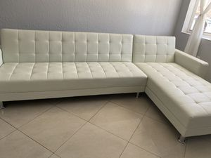 WHITE FAUX LEATHER SOFA/FUTON for Sale in Hialeah, FL