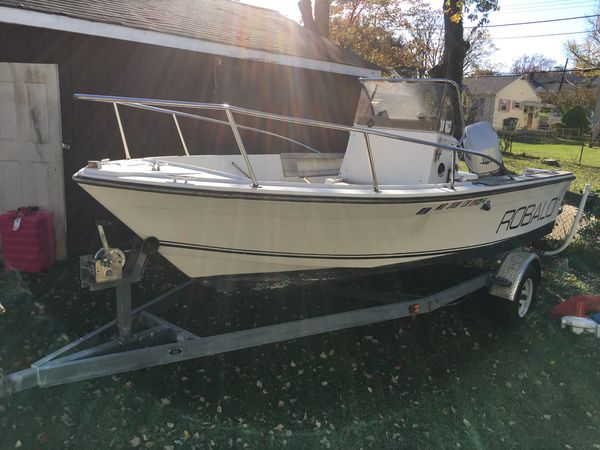 1985 Robalo 18 foot center consul what a 150 Johnson 2002 engine the boat runs and drives excellent just need some TLC