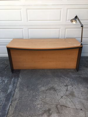 Contemporary large maple wood office executive desk with light lamp for Sale in Long Beach, CA