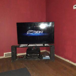 50 inch smart TV read ad for Sale in Detroit, MI