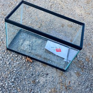 10 Gal Fish Tank for Sale in Bloomington, IL