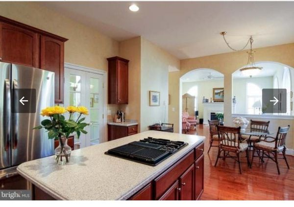Kitchen cabinets. Beautiful wood. Amazing condition, NO COUNTERTOPS, kitchen island stove and oven sold separetly.