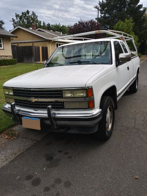 1990 Chevy Silverado 4WD 1/2 ton for Sale in Fair Oaks, CA