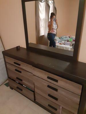 El mueble 200, llantas 40 each, maquina de cortar sacate 80 for Sale in Lake Alfred, FL