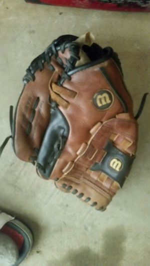 Wilson baseball glove for 8-10 year old kids for Sale in Columbus, OH