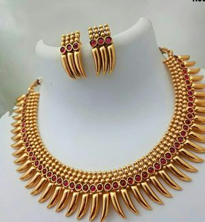 Awesome quality lightweight necklace earrings set new for Sale in Taylors, SC