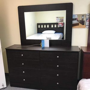 Compressed wood dresser 8 drawers with mirror for Sale in Long Beach, CA