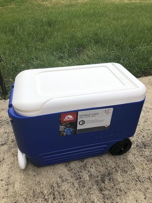 NEW 38qt IGLOO wheeled cooler for Sale in Woodlawn, MD