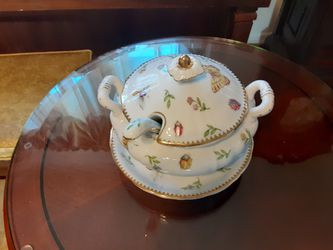 ABSOLUTLEY GORGEOUS LOOKING GRAVY bowl and LATDLE for Sale in Arnold,  MO