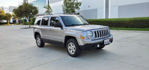 2017 Jeep patriot sport in good running condition like new 4 cylinder for Sale in Lynwood, CA