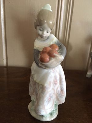 Lladro Girl with Oranges Figurine for Sale in Arcadia, CA