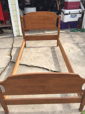 Ethan Allen twin size bed frame for Sale in Corpus Christi, TX