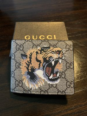 Gucci Beige GG Supreme Tiger Wallet Mens (2 available) for Sale in Abington, PA