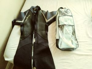 Men sm/ womens m wet suit with snorkeling gear for Sale in St. Louis, MO