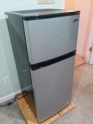 Magic Chef Silver Top-Mount Mini Refridgerator for Sale in Frederick, MD
