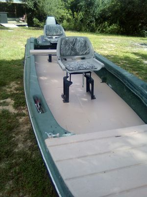 17ft stumpjumper have title boat and trailer good condition 15 horsepower Johnson long shaft runs great . for Sale in Lake Wales, FL