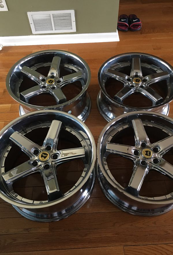 20inch chrome rims staggered. Front is 20 8.5.J. Back is 20 10.5J
